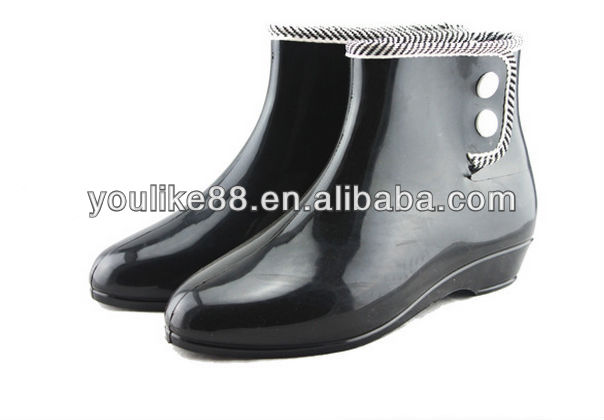YL 6140 black rain boots with button,girl's ankle rain boots Matte Opaque with Elastic Gores Jodhpur Body Ladies rain boots