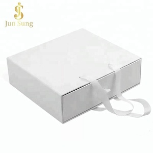 2018 Hot Sale Custom Luxury Clothing Packaging White Paper Drawer Gift Box with Handle