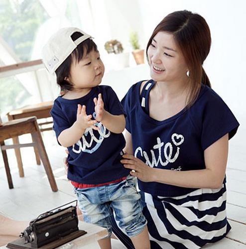 Лето платье полоска матери-дочери платья семья соответствующие наряды надписи в форме сердца два частей соответствия мать дочь одежда