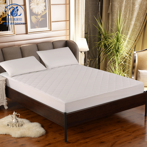 Wholesale diamond quilting polyester filled mattress protector with elastic