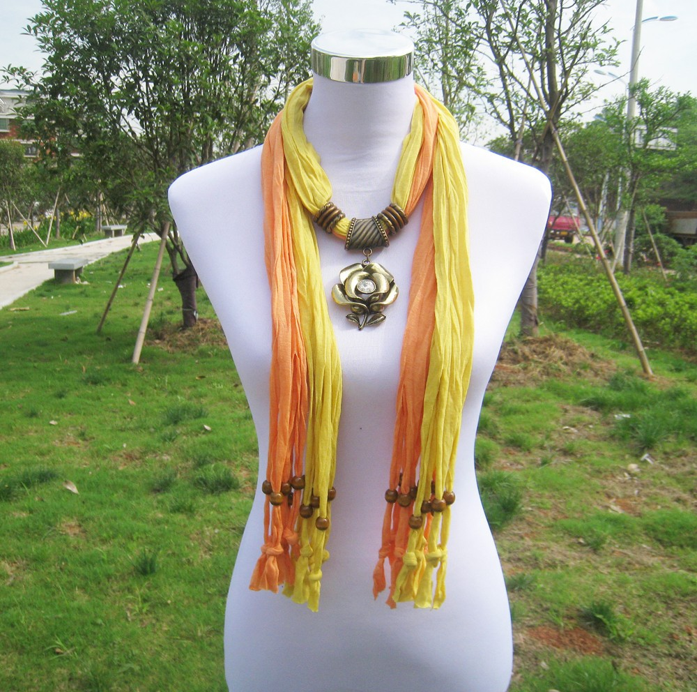 Top Fashion Floral Pendant Jeweled Latest Scarf Designs Wholesale
