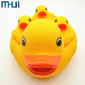Popular cheap duck tub town bath toy for baby