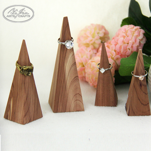 Customized Simple Style Mini Wooden Jewelry Ring Display Stand