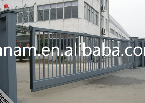 Suspending electric retractable fence arm door