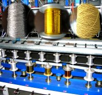 Crochet type metallic yarn covering machine