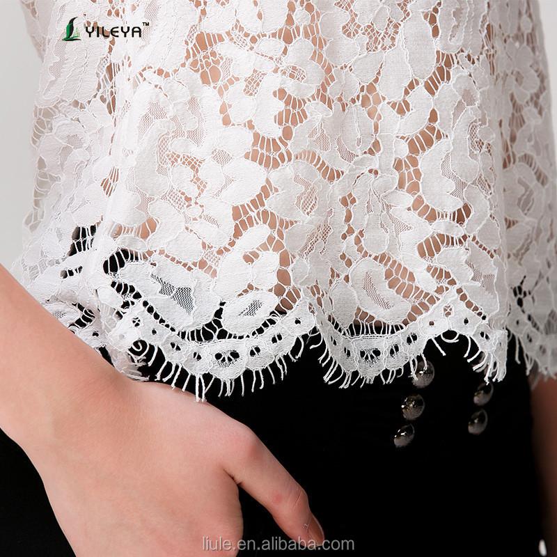 bcadfd8f6 آخر الصيف أزياء بيضاء فضفاضة عارضة بلوزة الكروشيه الرباط للنساء في منتصف  العمر