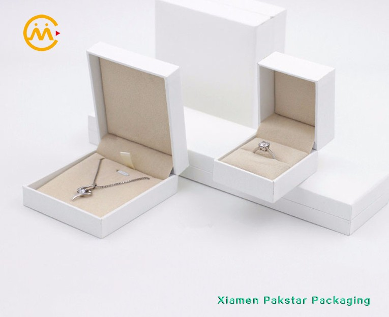Custom 4C offset printing cardboard red craft paper packing box with hot stamping