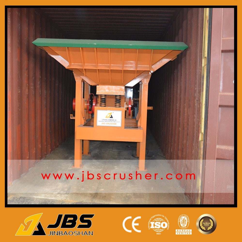 Aggregate mobile jaw crusher plant for rock stone crushing with vibrating feeder and hooper feeder sale