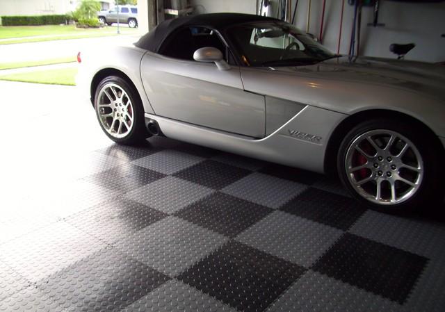Heavy traffic interlocking system pvc garage flooring.jpg