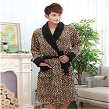 Promotionele Comfortabele Flanel 100% Polyester <span class=keywords><strong>Fiber</strong></span> Leopard <span class=keywords><strong>Badjas</strong></span>
