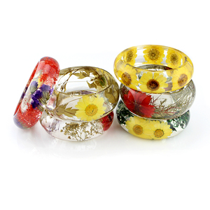 2016 fashion design hot sell real dried flower clear resin bangle