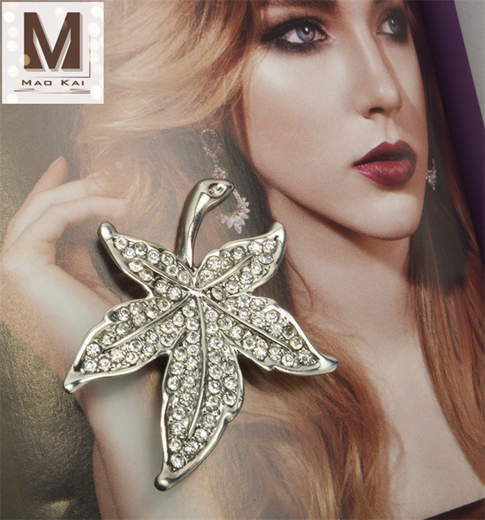 Lovely Cute Leaf Brooches Enamel Custom Wholesale Brooches