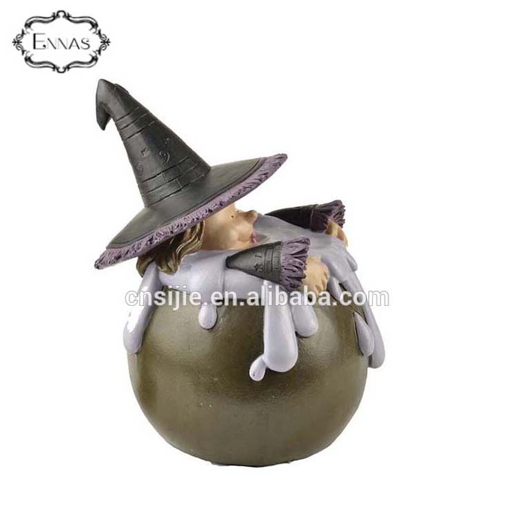 Small MOQ resin witch halloween decoration for wholesales