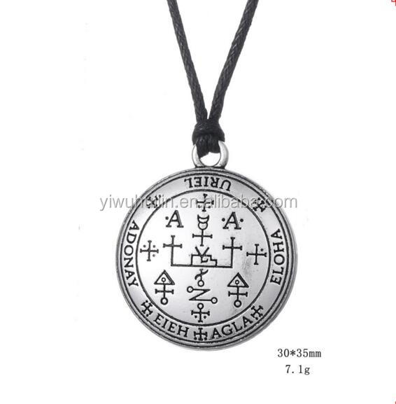 Chain necklace-Sword,moon//Epée,lune Chaine bronze //Medallion Médaillon vintage