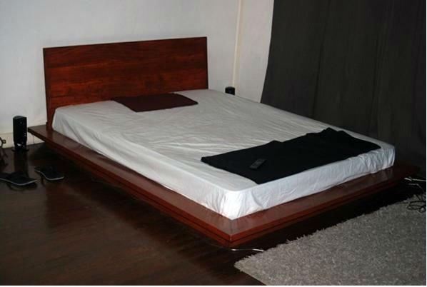 Mahogany Wood Sylvaine Platform Bed With Headboard
