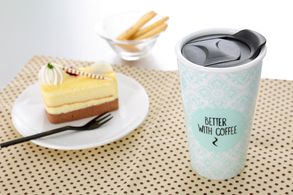 Custom cheap food-grade double wall ceramic mug creative,travel double wall coffee cup with plastic lid