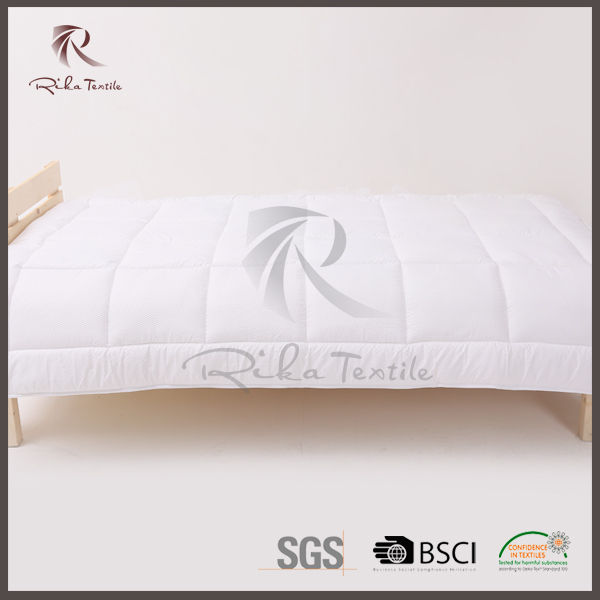 Remarkable four season quilt, hollow silicone fiber quilt bed