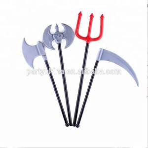 2018Chinese cheap supplier halloween plastic black and red devil fork