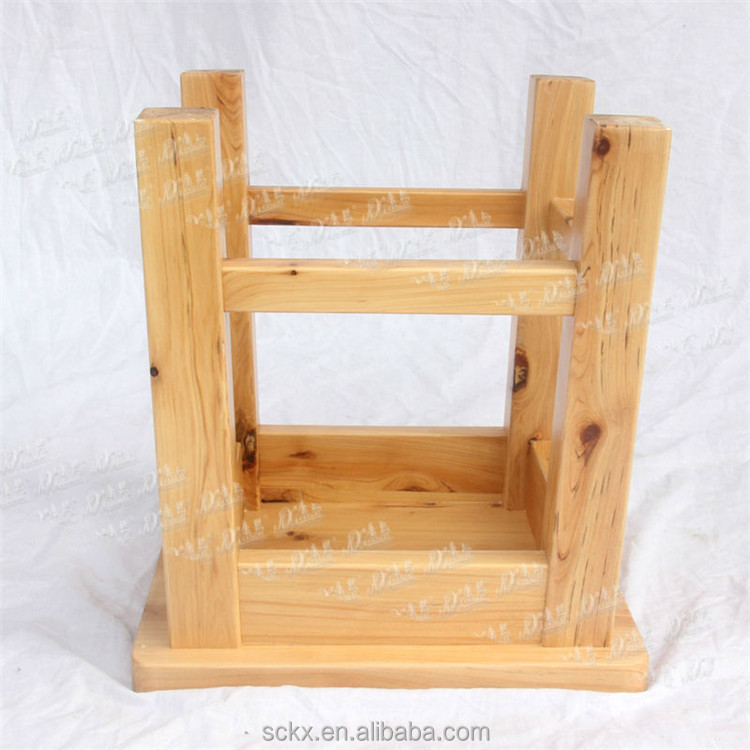 China Cheap Solid Cedar Wooden Small Sitting Stool Cheap
