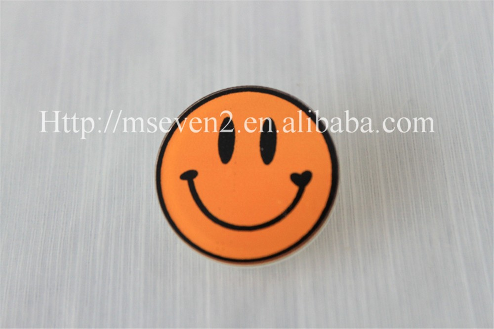 high quality deisgns yellow smile emoji bulk brooch for sale