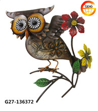 Metal made owl to decorate the wall decoration