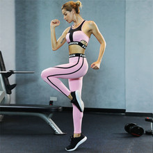 Hot Sexy di Colore Rosa Per Il Fitness Yoga Indossando Crop Top e Pantaloni