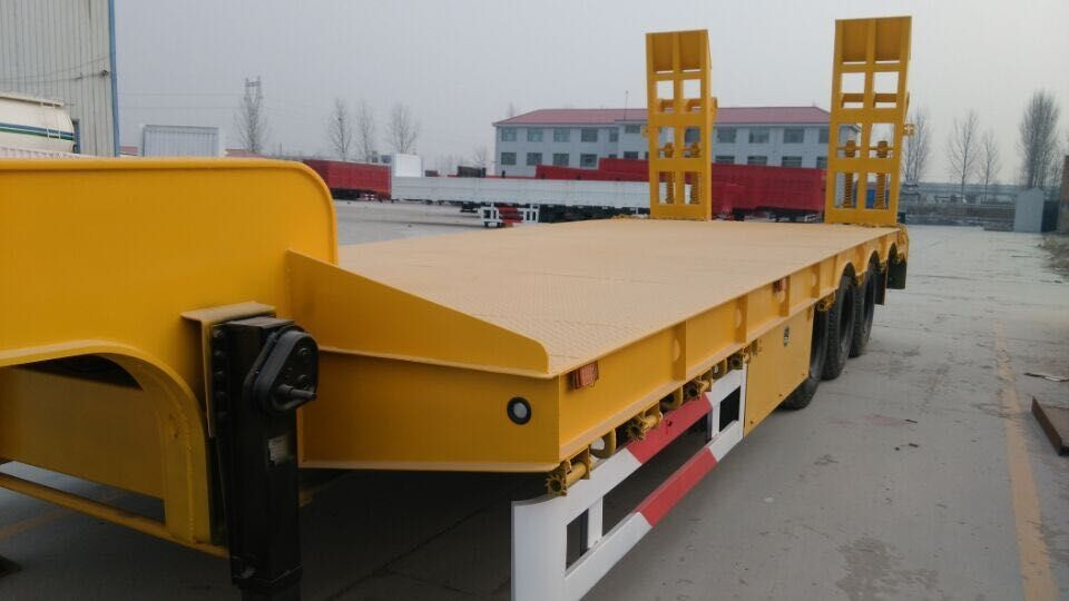 3 axles low bed semi trailer with common ramp (2).jpg