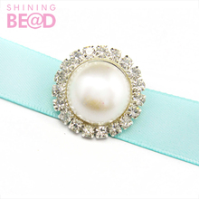 Custom crystal brooch round popular pearl brooches decorative wedding dress engagement card