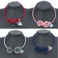 2017 New design fashion jewelry handmade crystal fabric flower statement necklace