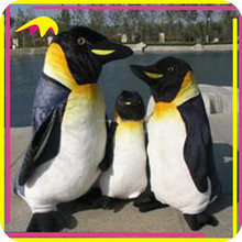 KANO6119 Outdoor Decorative Animatronic Remote Controlled Penguin