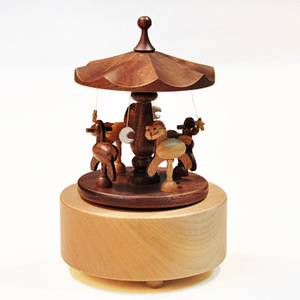 China Popular Distinctive Wooden Couples Gifts