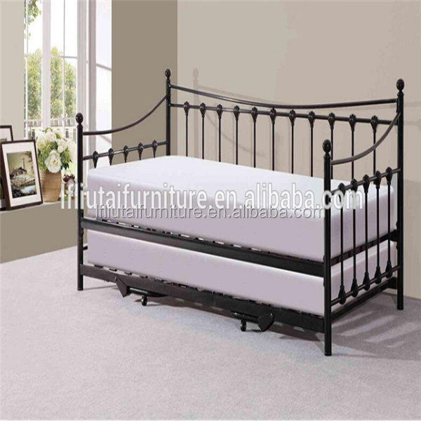 m tal canap lit design en fer forg canap en m tal jour. Black Bedroom Furniture Sets. Home Design Ideas