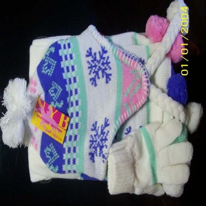 knitted glove and scarf with jacquard