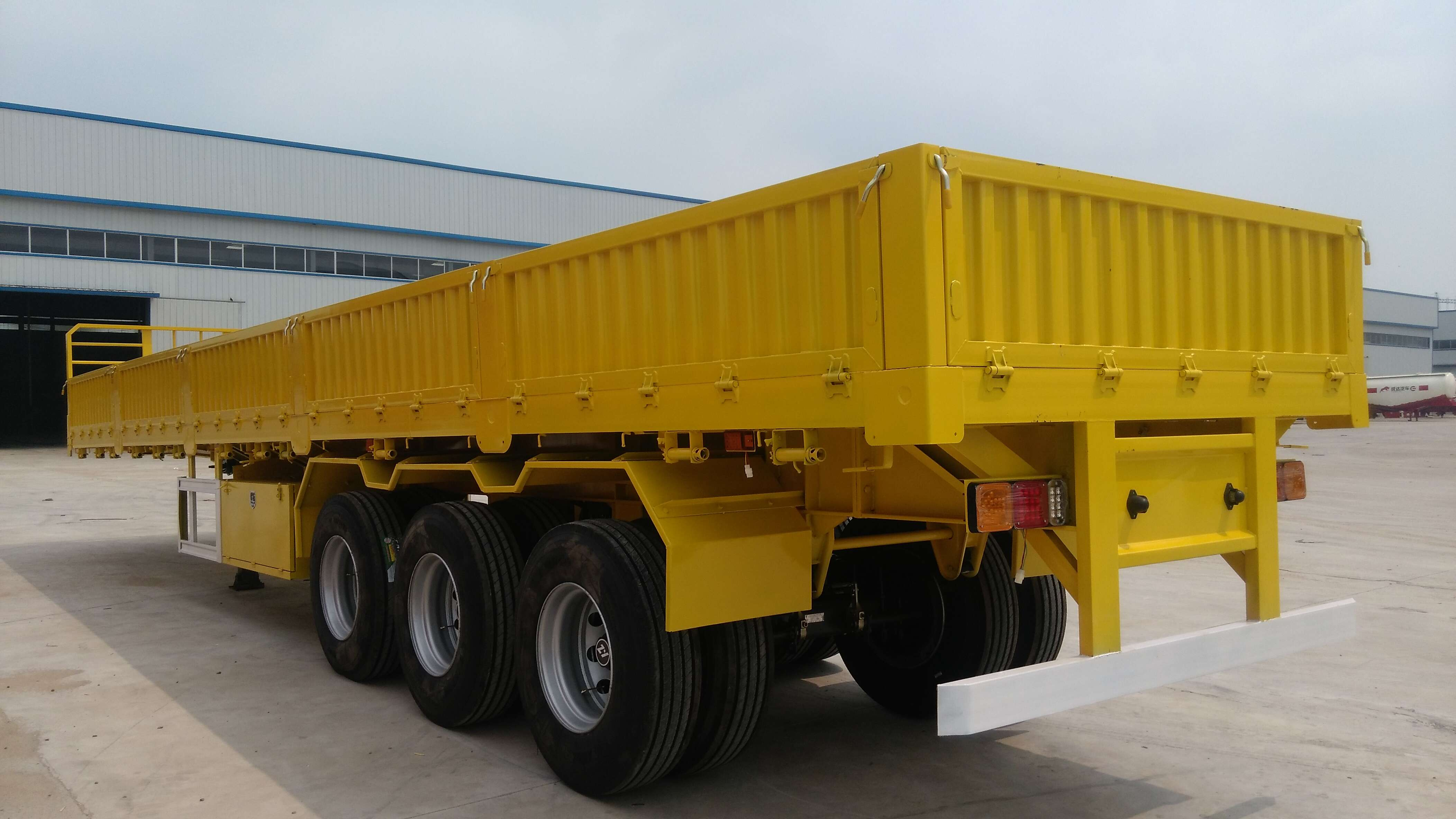 China Hyuan Side Wall Semi Trailer Cargo Trailer Truck