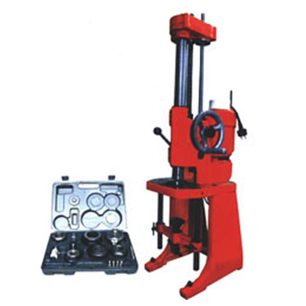 Cylinder boring machine for reboring engine cylinders of automobiles motor cycles T807