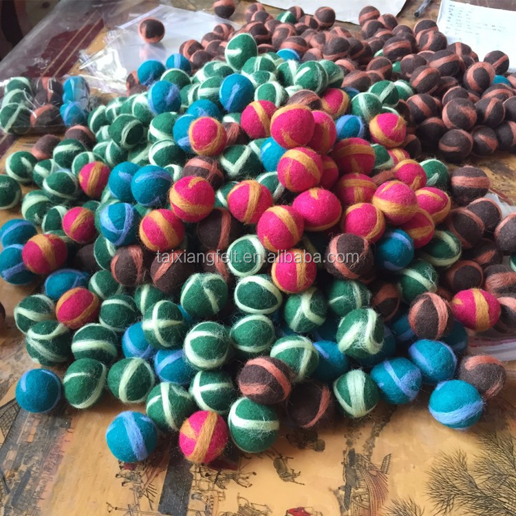 2017 New Fashion Handmade Felt Craft eco friendly Wool balls for christmas decoration and cat toys