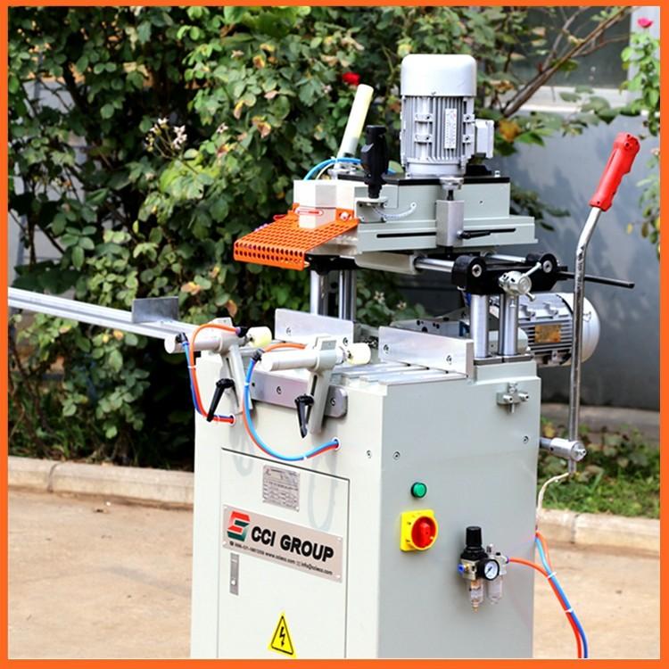 6.SSKC03-100 upvc window making machine