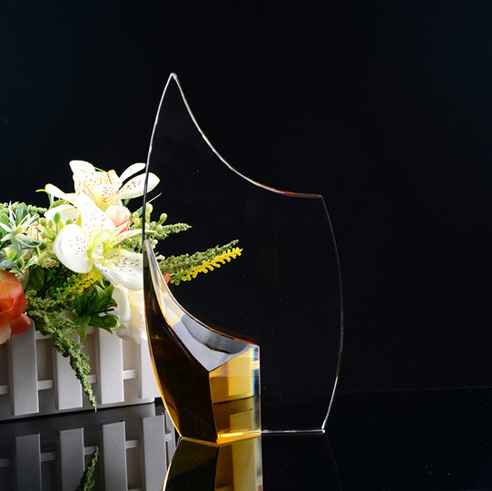 New Engraved Yiwu Crystal Trophy And Award For Company Award Souvenir Gift