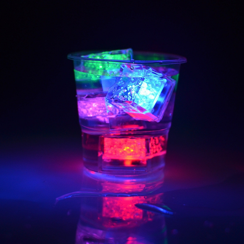 Mini Romantic Luminous Cube Artificial Flash LED Light Festive Party Wedding Christmas Decoration Water Sensor Sparkling LED Ice