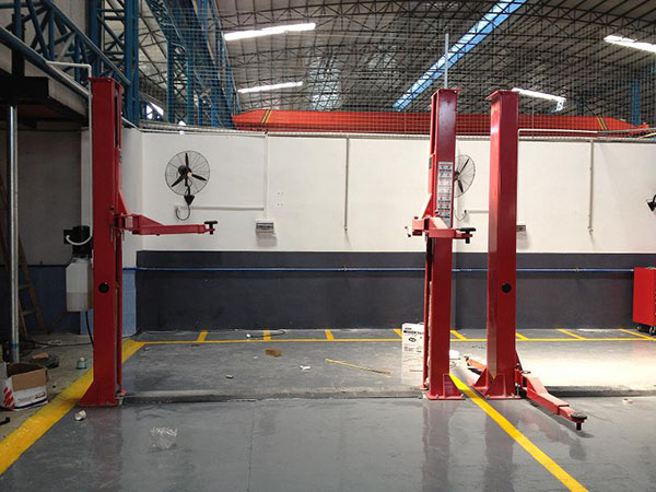 Commercial two-post hydraulic car lift for sale