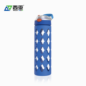 China manufacturer hot sale new design reusable portable travel drink gym 600ml silicone glass water bottle