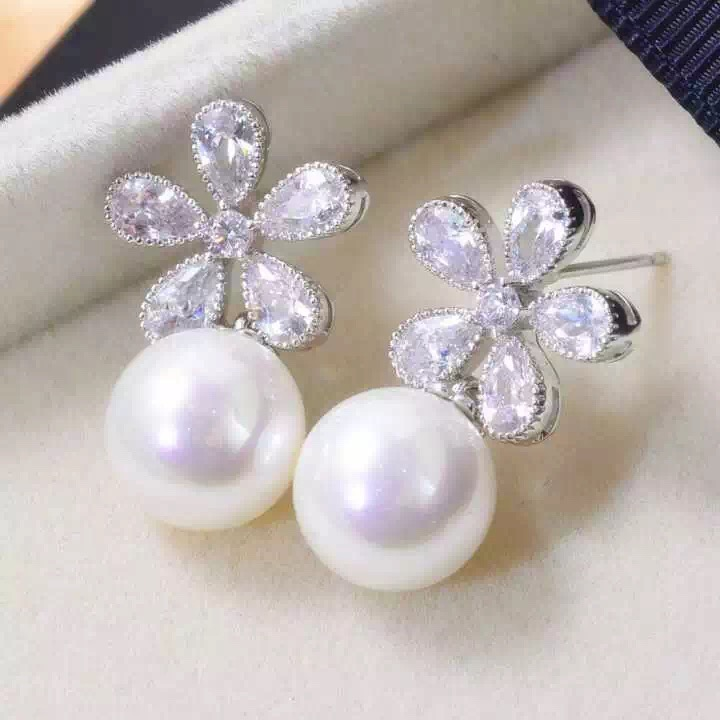 Women 's gold plated flower rhinestone pearl earrings