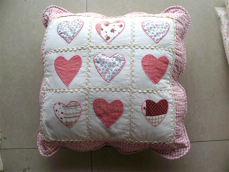 Home decoration embossed edge plaid heart shaped applique seat