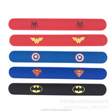 Silicone Supereroe di schiaffo del braccialetto Superman/spiderman/Captain America/batman slap wristband kids party Festival regalo Di <span class=keywords><strong>Natale</strong></span>