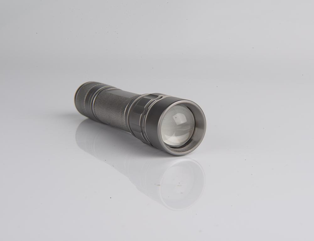 Penjualan Pabrik CE Daya Terang Aluminium LED Senter Dengan Baterai 3a