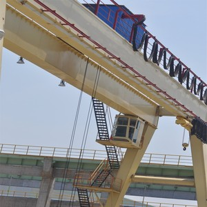 Color customized Double girder gantry crane with grab for loading China made ship to Slovenia