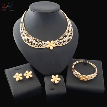 832fd1d5bc1f 2018 Newest Designed Costume Jewelry Made In China Dubai Gold Plated Jewelry  Sets for Women