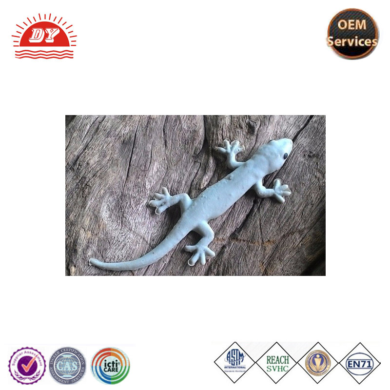 custom making lifelike and realistic rubber lizard toy