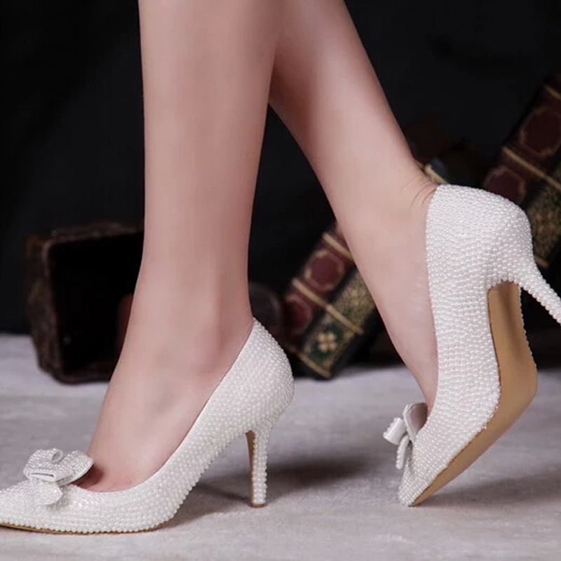 Shoe Size Conversion Charts to convert from Inch or Centimeters to US-size, UK and International shoe sizes such as European Sizes as French, Italian and German sizes for women's, men's, boy's and girl's shoes.