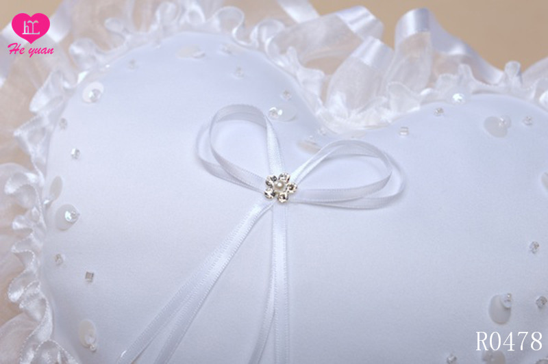 R0478 The new wedding ring pillow
